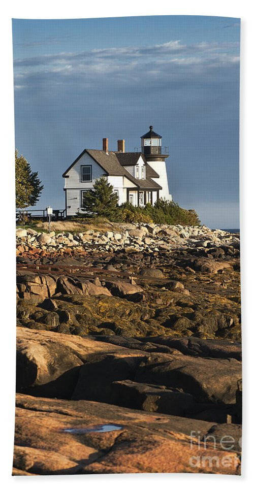 Corea Bath Sheet featuring the photograph Prospect Harbor Lighthouse by John Greim