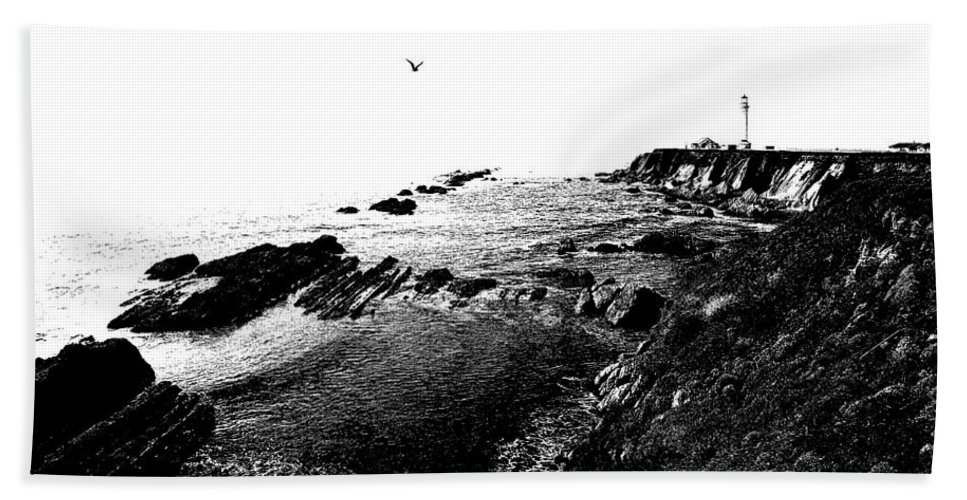 Black And White Hand Towel featuring the photograph Pt Arena Lighthouse With Effect by Mick Anderson