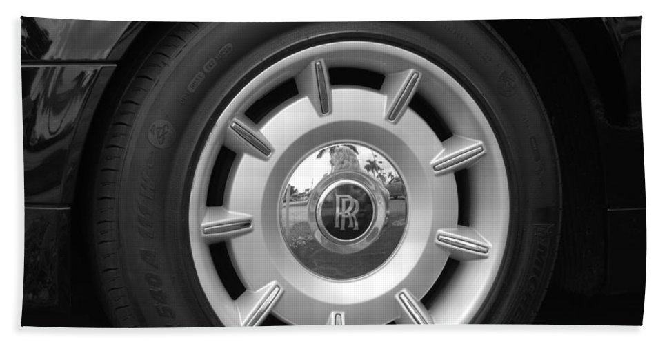 Rolls Royce Hand Towel featuring the photograph R R Wheel by Rob Hans