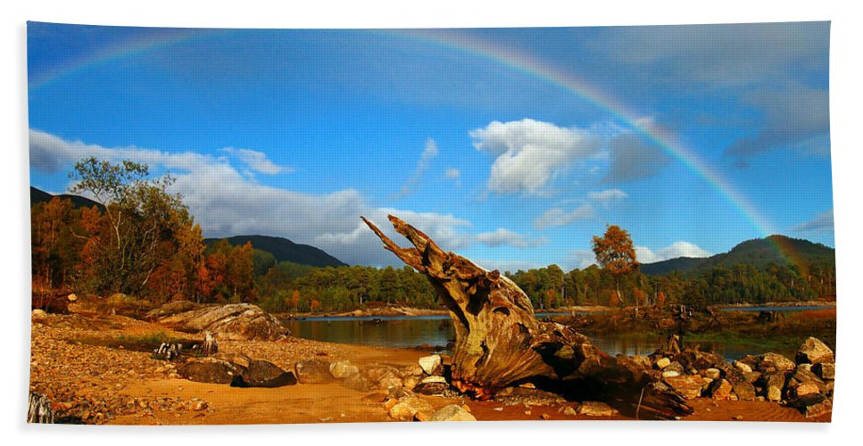 Loch Beinn A'mheadhoin Hand Towel featuring the photograph Rainbow Over Affric by Gavin Macrae