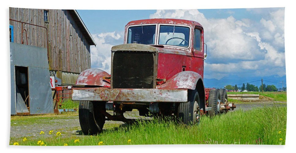 Trucks Bath Sheet featuring the photograph Red Rusted Semi by Randy Harris