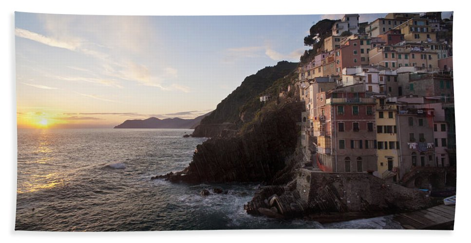 Riomaggio Hand Towel featuring the photograph Riomaggio Sunset by Mike Reid