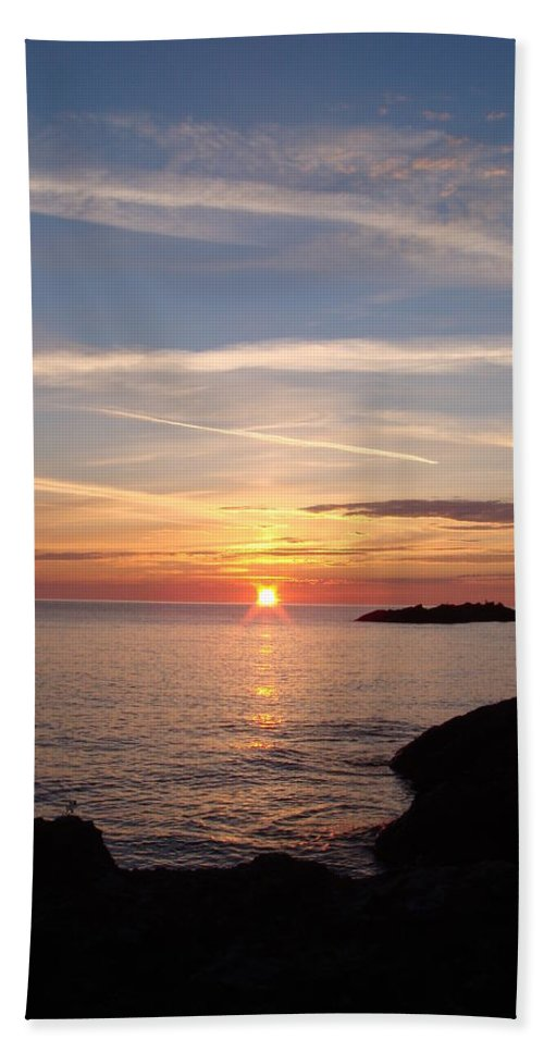Sunrise Hand Towel featuring the photograph Rising Sun by Bonfire Photography