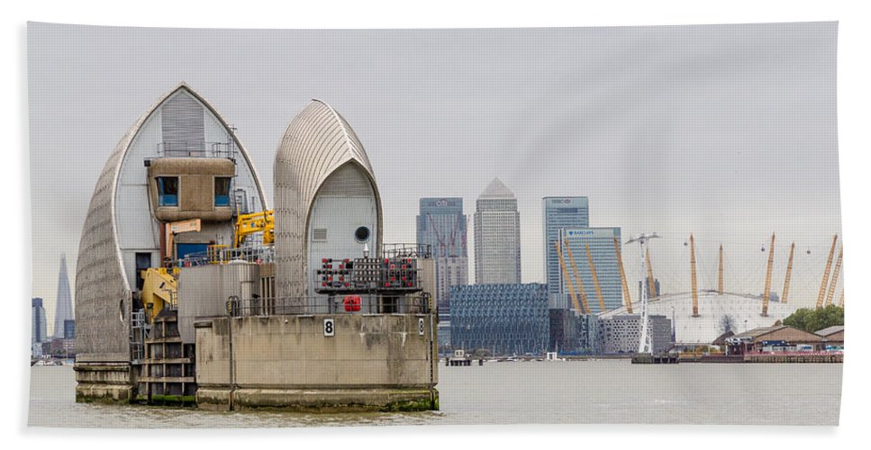 River Thames Hand Towel featuring the photograph River Thames Landscape by Dawn OConnor