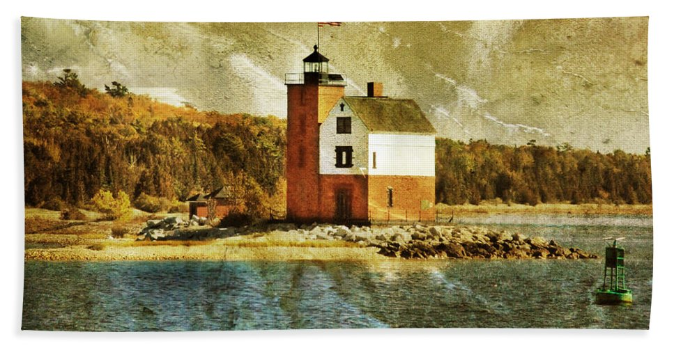 Round Island Lighthouse Bath Sheet featuring the photograph Round Island Lighthouse by Jill Battaglia