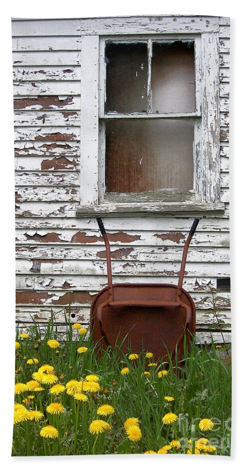 Rusty Bath Sheet featuring the photograph Rusty Wheelbarrow And Wildflowers by Mike Nellums