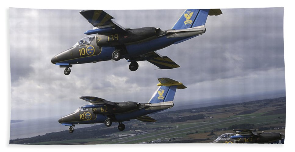 Team 60 Bath Sheet featuring the photograph Saab 105 Jet Trainers Of The Swedish by Daniel Karlsson