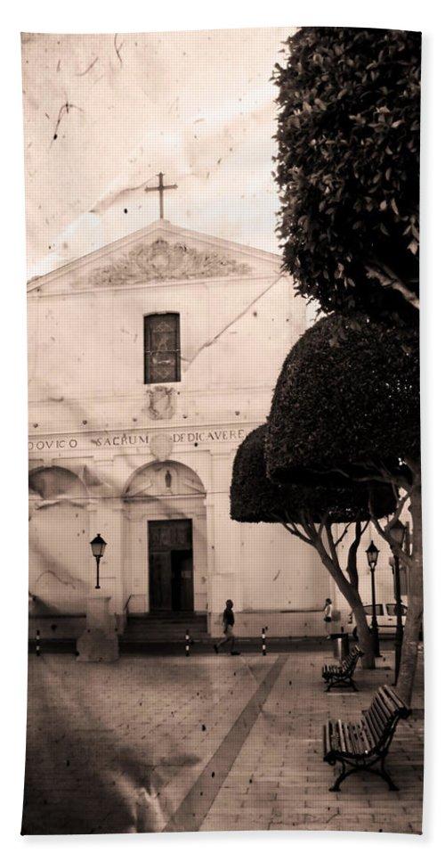 San Luis Hand Towel featuring the photograph San Luis by Pedro Cardona Llambias