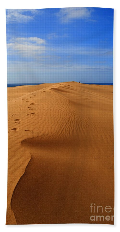 Sand Hand Towel featuring the photograph Sand Dune Of Canaria by Rob Hawkins