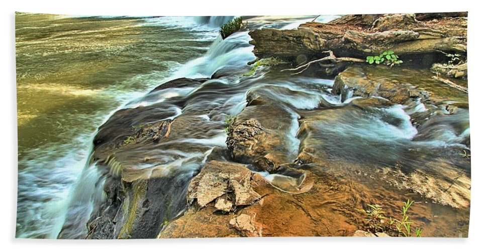 West Virginia Waterfalls Bath Sheet featuring the photograph Sandstone Falls In The New River by Adam Jewell