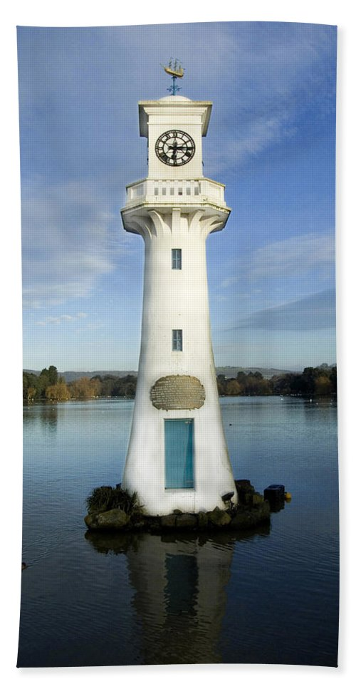 Scott Memorial Bath Sheet featuring the photograph Scott Memorial Roath Park Cardiff by Steve Purnell