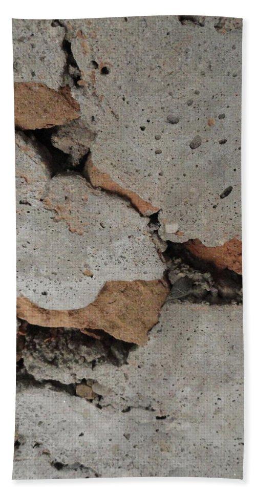 Rock Bath Sheet featuring the photograph Sideways Glance by Shannon Grissom