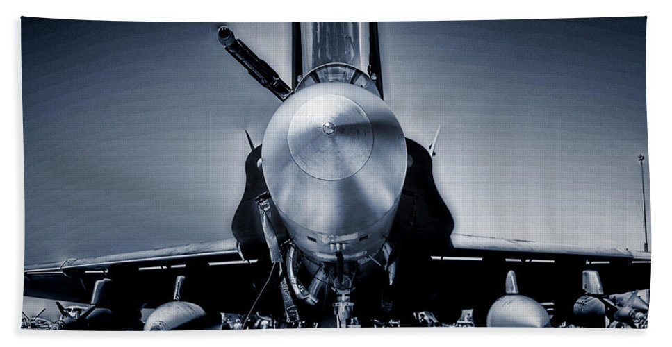 Boeing F/a-18e/f Super Hornet Bath Sheet featuring the photograph Silver Strikefighter by Douglas Barnard