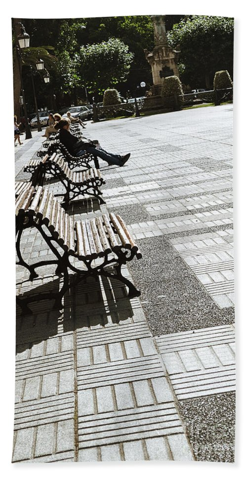 Sitting In The Park Hand Towel featuring the photograph Sitting In The Park - Madrid by Mary Machare