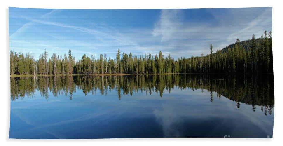 Summit Lake Bath Sheet featuring the photograph Sky Hunter by Adam Jewell