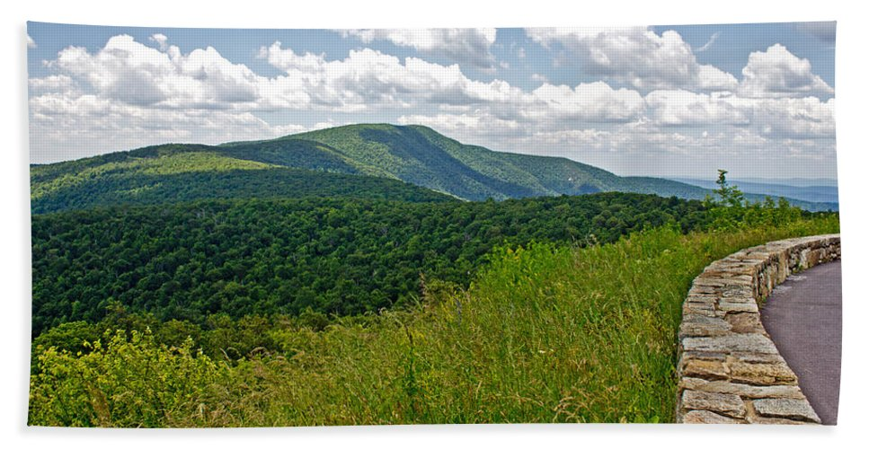Nature Hand Towel featuring the photograph Skyline Drive by Tom Gari Gallery-Three-Photography