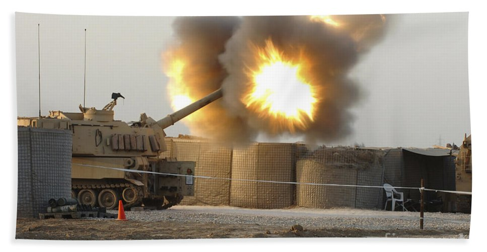 Camp Taji Hand Towel featuring the photograph Soldiers Fire The Howitzers by Stocktrek Images