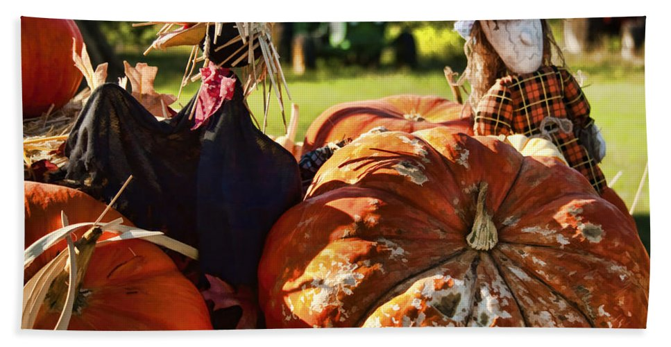 Pumpkins Bath Sheet featuring the photograph Something To Crow About by Kathy Clark
