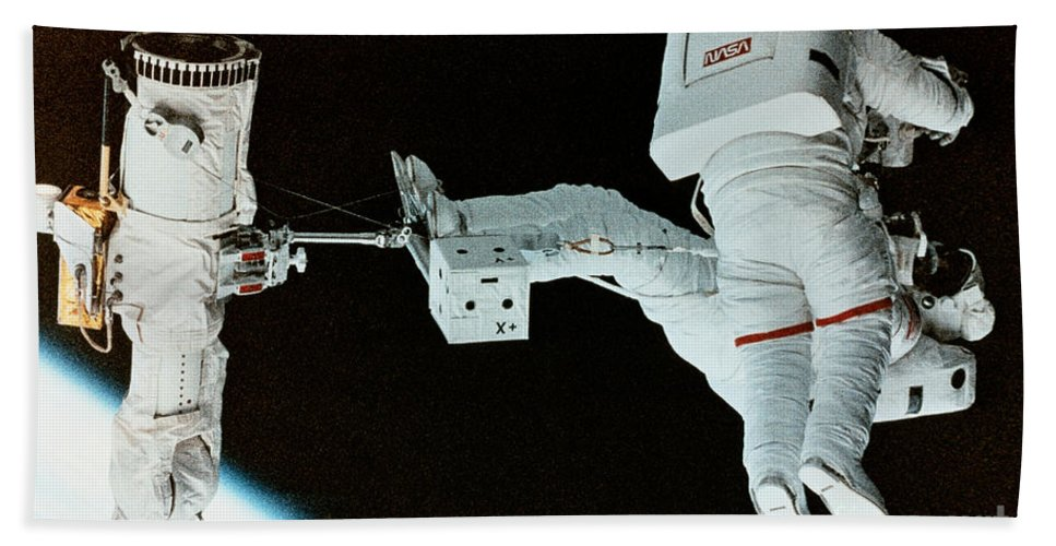 Nasa Hand Towel featuring the photograph Spacewalk by Science Source/NASA