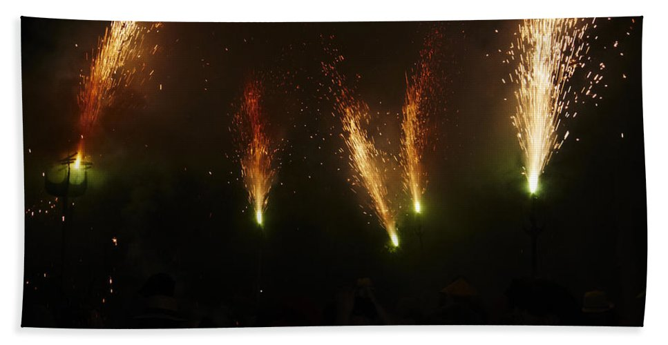 Fuego Bath Sheet featuring the photograph Sparks Of Pens by Agusti Pardo Rossello