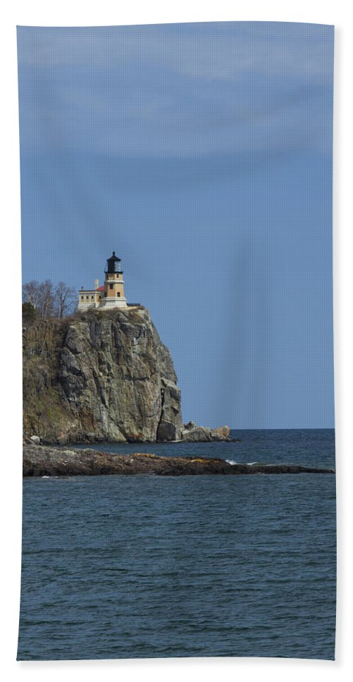 Split Bath Sheet featuring the photograph Split Rock Lighthouse 90 by John Brueske