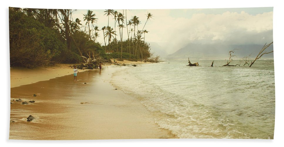 Aloha Bath Sheet featuring the photograph Sprecks Beach by Sharon Mau