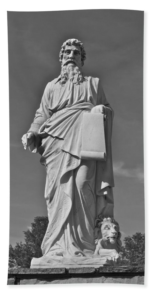 Statue Bath Sheet featuring the photograph Statue 01 Black And White by Thomas Woolworth