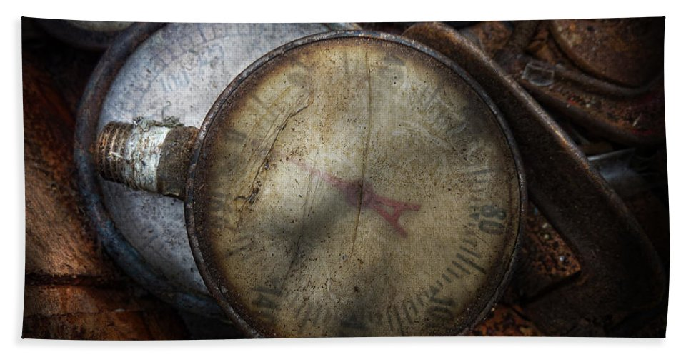 Hdr Hand Towel featuring the photograph Steampunk - Gauge For Sale by Mike Savad