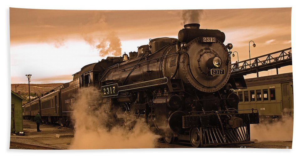 Pennsylvania Bath Sheet featuring the photograph Steamtown Engine 2317 by Rich Walter