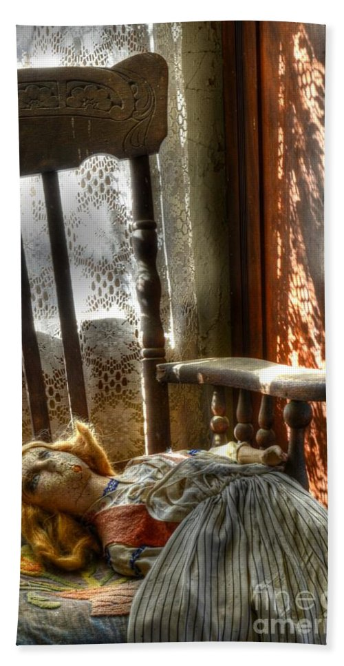 Doll Bath Sheet featuring the photograph Still Waiting by Bob Christopher