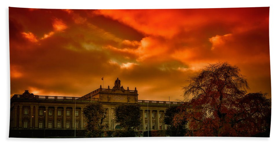 Stockholm Hand Towel featuring the photograph Stockholm In Autumn by Ramon Martinez