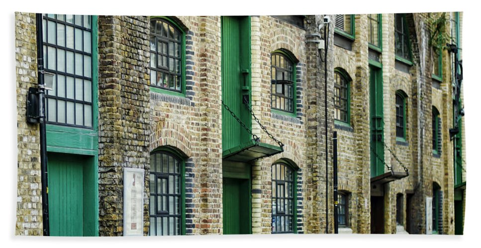 London Hand Towel featuring the photograph Stoney Street View by Heather Applegate