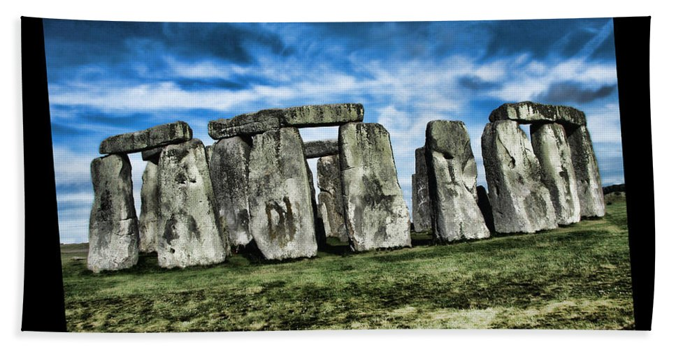 Stonehenge Bath Sheet featuring the painting Striking Scene Of Stonehenge by Elaine Plesser