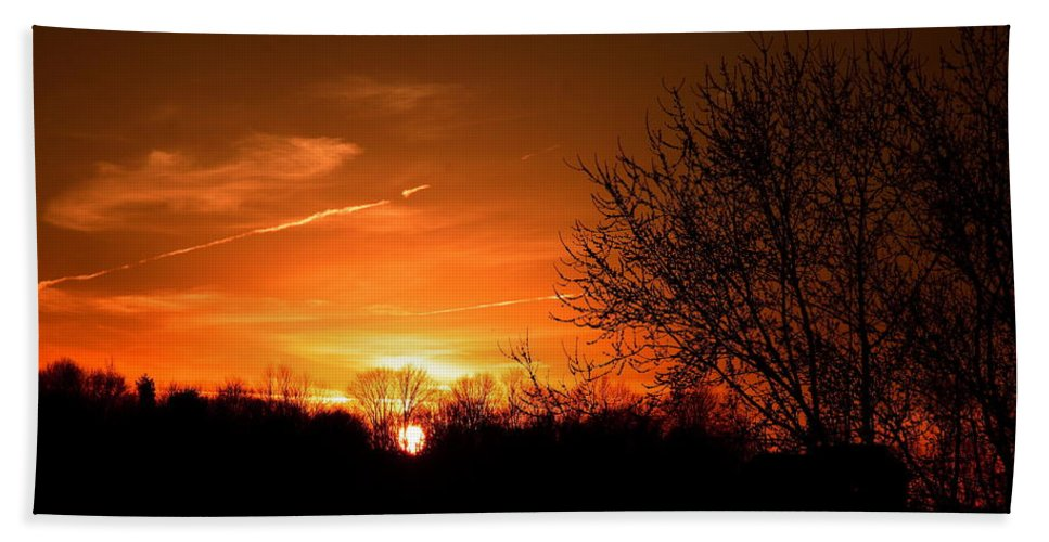 Sunset Bath Sheet featuring the photograph Sun Down by Neal Eslinger