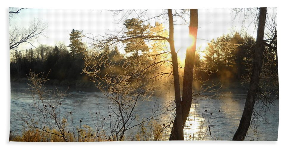 Mississippi River Bath Sheet featuring the photograph Sunrise Across The Mississippi by Kent Lorentzen