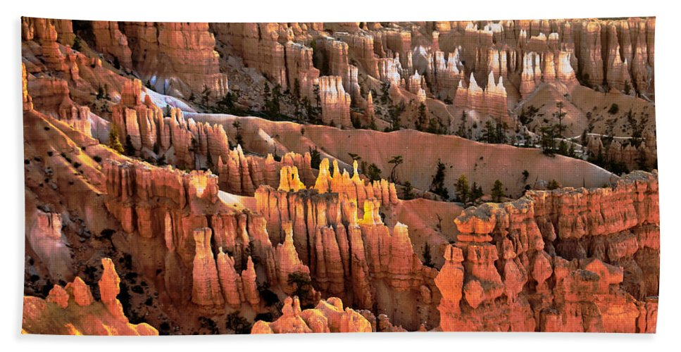 Bryce Canyon Bath Sheet featuring the photograph Sunrise Point At Sunrise by Robert Bales