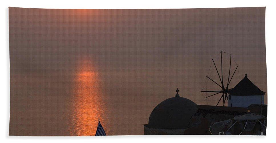 Santorini Bath Sheet featuring the photograph Sunset At Iao Greece by Bob Christopher