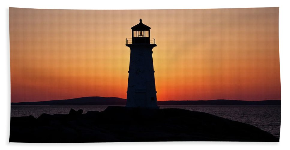 Lighthouse Bath Sheet featuring the photograph Sunset At Peggy's Cove by Bill Lindsay