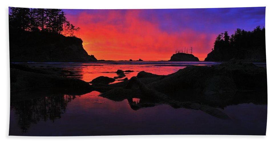 Sunset Bath Sheet featuring the photograph Sunset At Sunset Bay by Benjamin Yeager