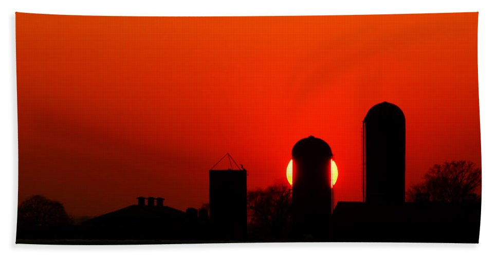 Silo Bath Sheet featuring the photograph Sunset Silo by Cale Best