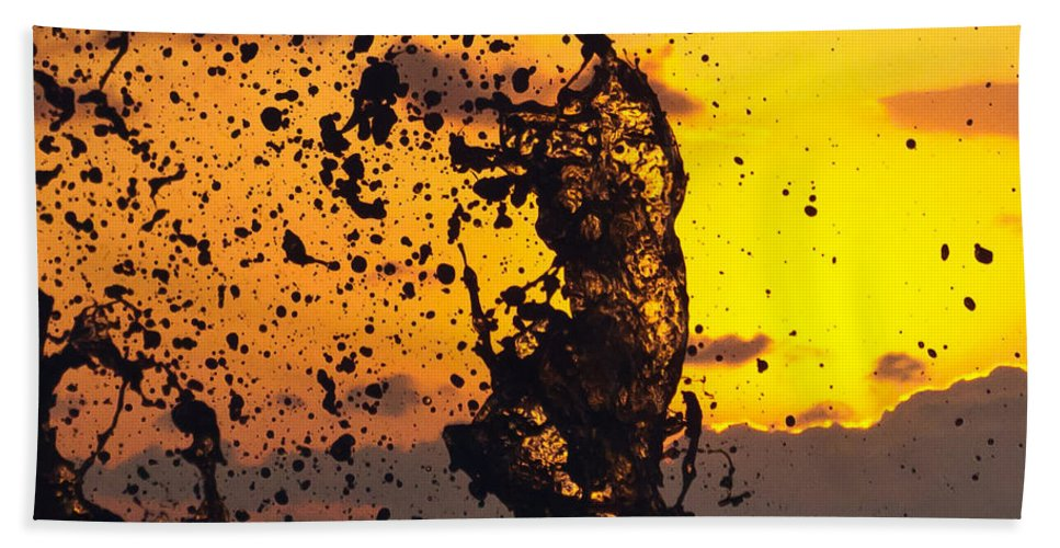 Sun Bath Sheet featuring the photograph Sunset Splash 3 by Bill Lindsay