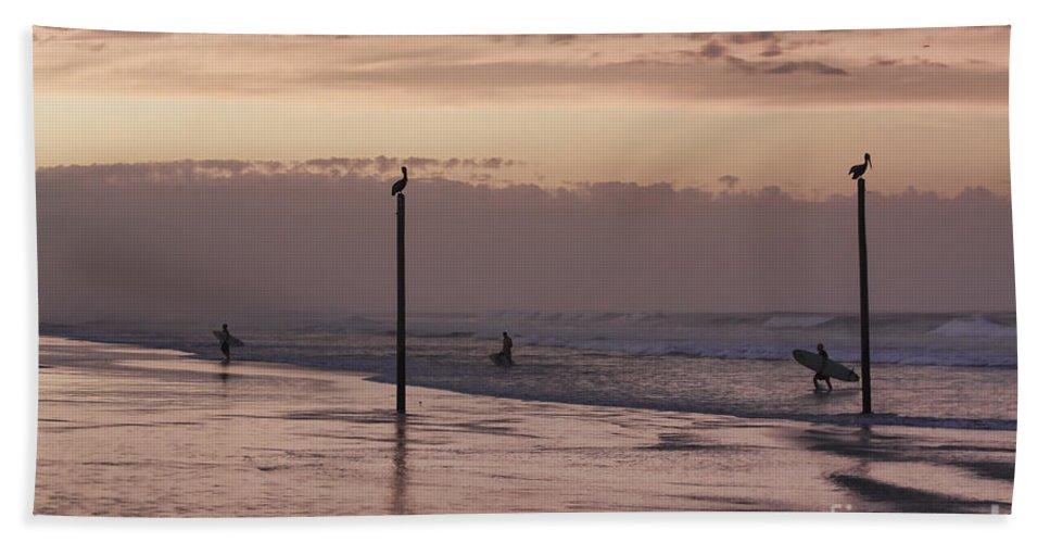Surfers Bath Towel featuring the photograph Surfers Pelicans And Pink Sky by Deborah Benoit