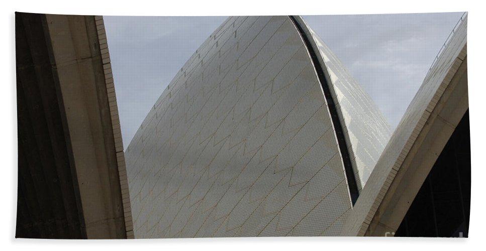 Australia Bath Sheet featuring the photograph Sydney Opera House 2 by Bob Christopher