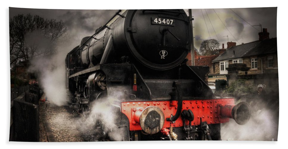 Steam Hand Towel featuring the photograph The Black Five by Rob Hawkins