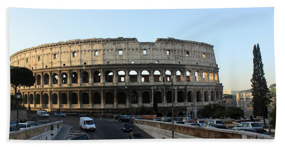 Rome Bath Towel featuring the photograph The Colosseum in Rome by Munir Alawi