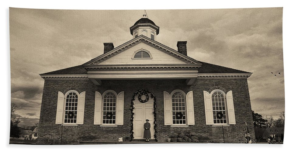 Colonial Bath Sheet featuring the photograph The Courthouse by Amy Jackson