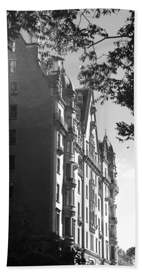 Black And White Hand Towel featuring the photograph The Dakota In Black And White by Rob Hans