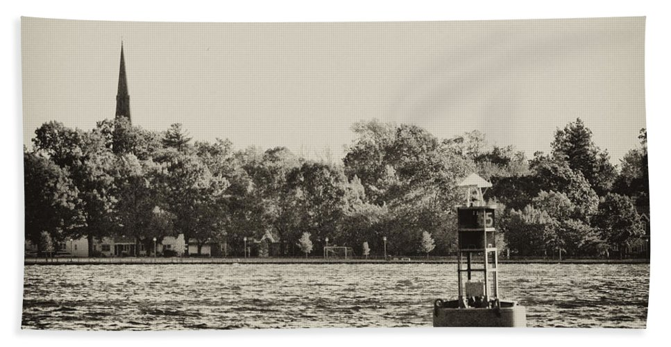 River Hand Towel featuring the photograph The Delaware River At Bristol by Bill Cannon