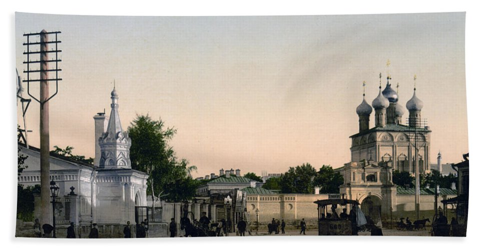 Dmitrovka Hand Towel featuring the photograph The Demitrow-ka - Dmitrovka - Moscow Russia by International Images