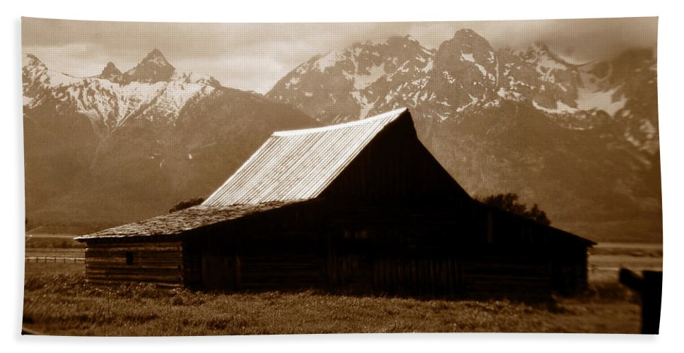 Fine Art Photography Bath Sheet featuring the photograph The Old Moulton Barn by David Lee Thompson